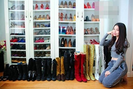Tủ giày của người đẹp Trà Ngọc Hằng có tới tận 10 tầng. - Tin sao Viet - Tin tuc sao Viet - Scandal sao Viet - Tin tuc cua Sao - Tin cua Sao