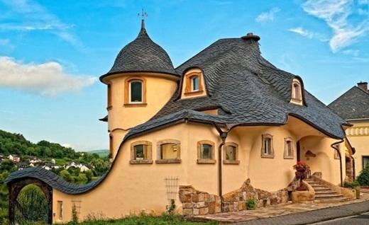Ngôi nhà đá bên dòng sông Mosel, Đức.