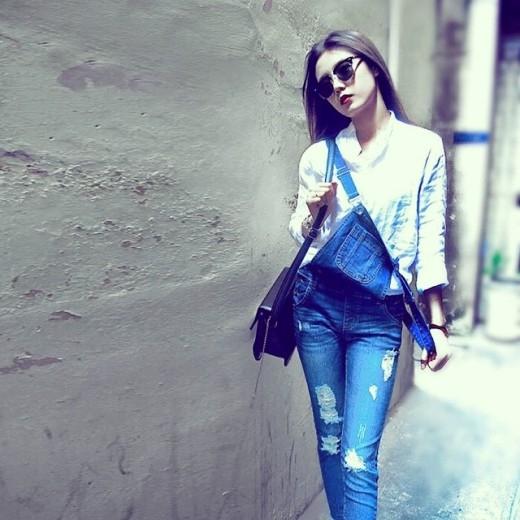 Sở hữu vóc dáng cân đối, gu thời trang cực chất, Á Hân là một trong những hình mẫu về thời trang hiện nay của giới trẻ.