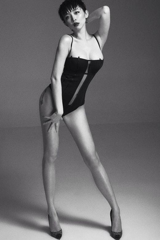 Đôi chân dài thẳng tắp cùng vóc dáng cực sexy của Tóc Tiên làm fan 'chết đứ đừ'. - Tin sao Viet - Tin tuc sao Viet - Scandal sao Viet - Tin tuc cua Sao - Tin cua Sao