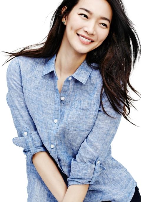 """Dù đã ngoài 30 nhưng Shin Min Ah vẫn rất trẻ trung nhờ nụ cười tươi tắn với sự """"hỗ trợ"""" tuyệt vời từ lúm đồng tiền đáng yêu."""