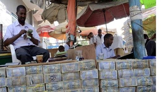 """Chợ Hargeisa là khu chợ buôn bán tiền duy nhất trênthế giới. Các """"ngân hàng"""" nhỏ cũng nhận đổi tiền từ đồng Shiling sang các đồng ngoại tệ có giá khác trên thế giới như Bảng Anh, Euro hay Đô la Mỹ."""