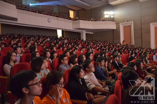 Chương trình có quy mô ngày càng lớn, thu hút rất đông khán giả đến theo dõi.