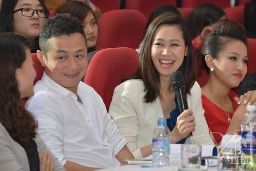 Hoa hậu Dương Thùy Linh, và MC Anh Tuấn đưa ra rất nhiều lời khuyên và đánh giá dành cho các thí sinh.