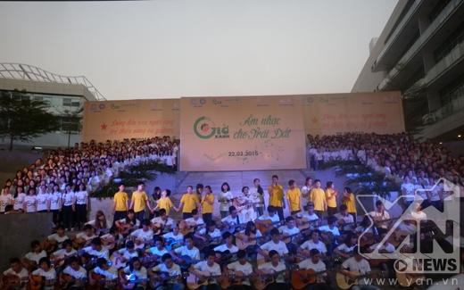 Hơn 1.000 đã hòa giọng vào nhau để hát vì Giờ xanh trái đất.