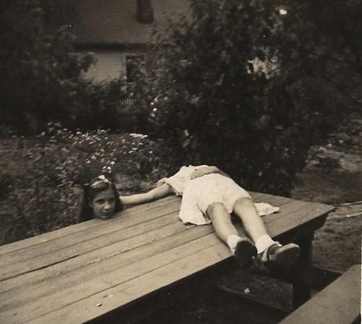 Một bức ảnh chụp theo trào lưu 'Kỵ sĩ không đầu' nổi tiếng năm 1920.