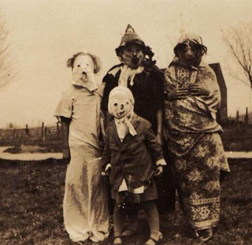 Trang phục Halloween của một gia đình nông dân nghèo.