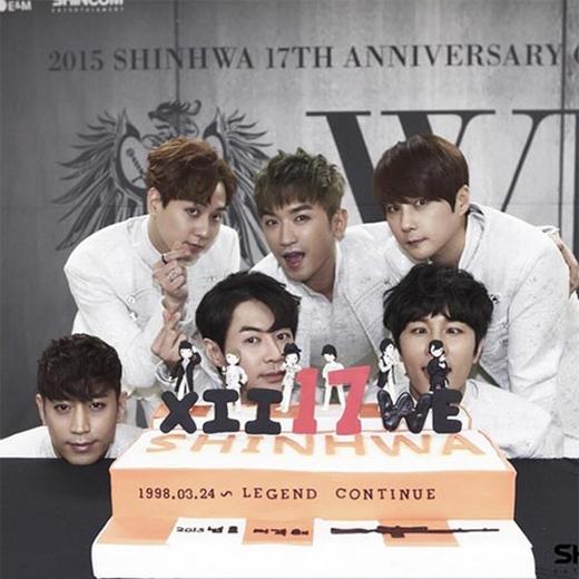 Shinhwa ăn mừng kỷ niệm 17 năm bên nhau