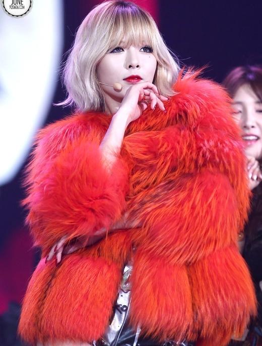 """Hyuna trở thành một trong những cái tên hot nhất xứ Hàn khi quyết định """"đánh lẻ"""" theo đuổi phong cách quyến rũ """"chết người"""". Nữ thần tượng sinh năm 92 cũng sở hữu lượng fan nữ áp đảo nhất 4Minute nhờ nhan sắc ngày càng mặn mà theo năm tháng."""