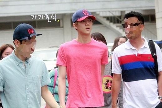 Cũng giống như Baekhyun, Sehun cũng sở hữu thân hình gầy gò khiến các fan lo lắng trong những ngày đầu ra mắt.