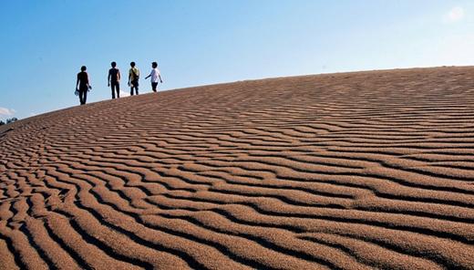 Đồi cát Tottori ở Chugoku là đồi cát duy nhất ở đất nước mặt trời mọc.