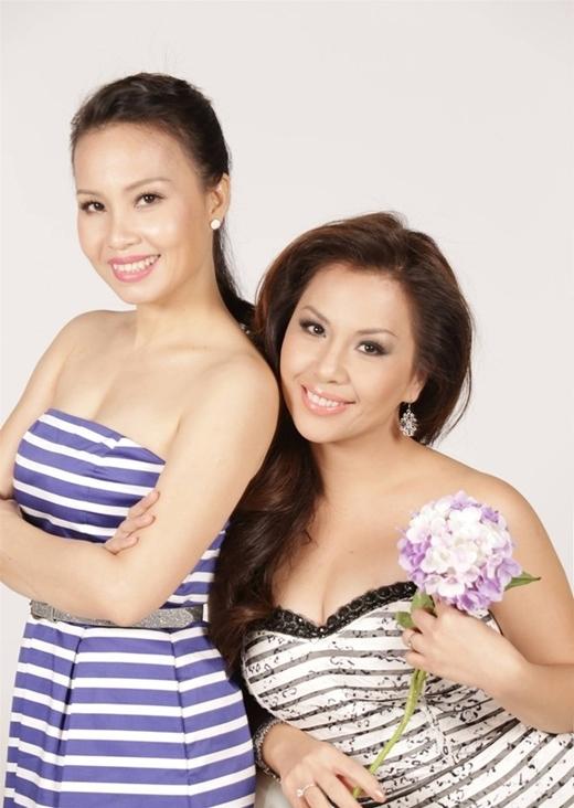 Gần 20 năm đi hát, Cẩm Ly luôn nằm trong Top những nữ ca sĩ được yêu thích nhất thị trường, ngay cả khi hát nhạc trẻ hay chuyển sang hát dân ca, cô đều được khán giả yêu thích. Chồng Cẩm Ly là nhạc sĩ Minh Vy - chủ của một trong những hãng đĩa đầu tiên và danh tiếng nhất Sài Gòn. - Tin sao Viet - Tin tuc sao Viet - Scandal sao Viet - Tin tuc cua Sao - Tin cua Sao