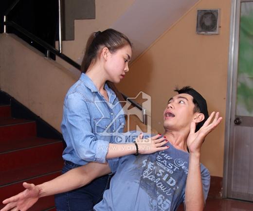 Giang Hồng Ngọc tập luyện với biên đạo Quang Đăng.