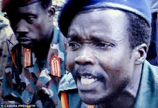 Những người lính thuộc tổ chức phiến quân LRA, một trong những phiến quân tàn bạo nhất thế giới.