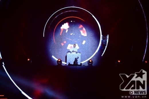 Key xuất hiện trong vị trí DJ.