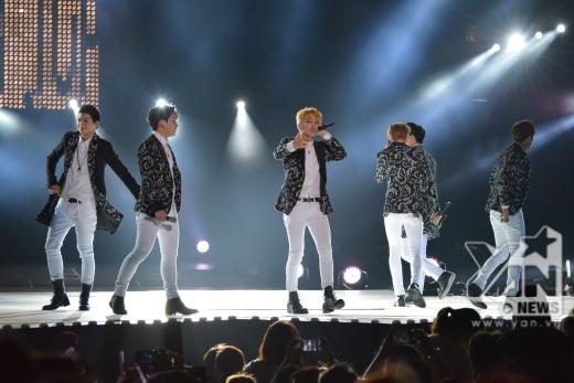 Teen Top trình diễn 3 bài hát cực sung.