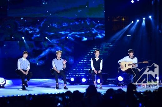 Tiết mục 'đinh' đầu tiên của chương trình đó là bài hát Người ấy do 4 chàng trai Suho, Xiumin. Chen và Chanyeol làm nóng cả chương trình.