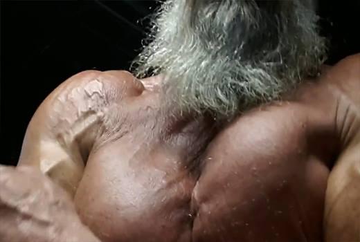 Cơ bắp cuồn cuộn