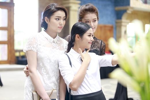 Ba người đẹp của showbiz Việt gây chú ý khi chụp hình cực kỳ thân thiết. - Tin sao Viet - Tin tuc sao Viet - Scandal sao Viet - Tin tuc cua Sao - Tin cua Sao