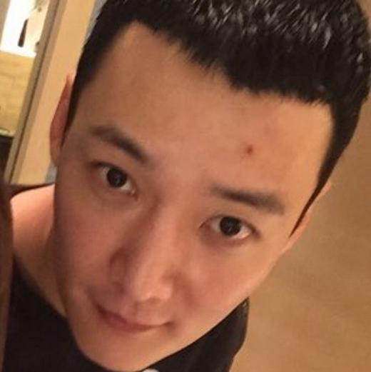 Choi Jin Hyuk cũng gửi lời đên các fan thông qua bức ảnh này, anh chia sẻ: 'Chào mọi người, tôi đi rồi sẽ về'.