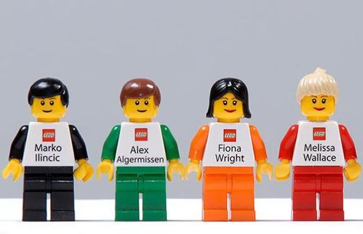 Bạn có thấy các nhân viên Lego này dễ thương không ?