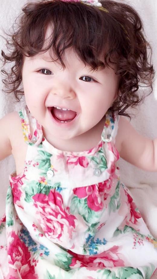 Bé Mộc Trà - con gái của hot girl đình đám nhất Sài thành Elly Trần là một trong những em bé được nhiều người theo dõi và yêu thích nhất.