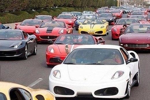 Cảnh tượng khi kẹt xe ở Dubai.