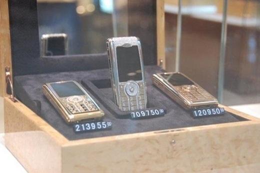 Những chiếc điện thoại Vertu với nhiều phiên bản cho các tỉ phú Dubai.