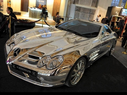 Phiên bản xe Mercedes bằng vàng trắng.