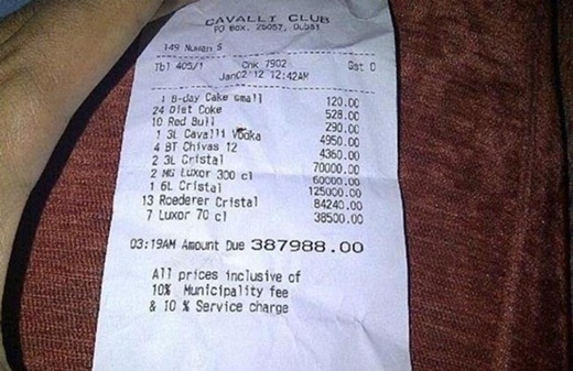 Một hóa đơn ăn bữa ăn tối ở ngoài ở Dubai.