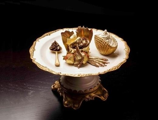 Buổi tham quan trung tâm thương mại của bạn sẽ không hoàn hảo nếu bạn bỏ quả món bánhtráng miệngphượng hoàng dát vàng 23 cara trị giá 1.223 đô này.