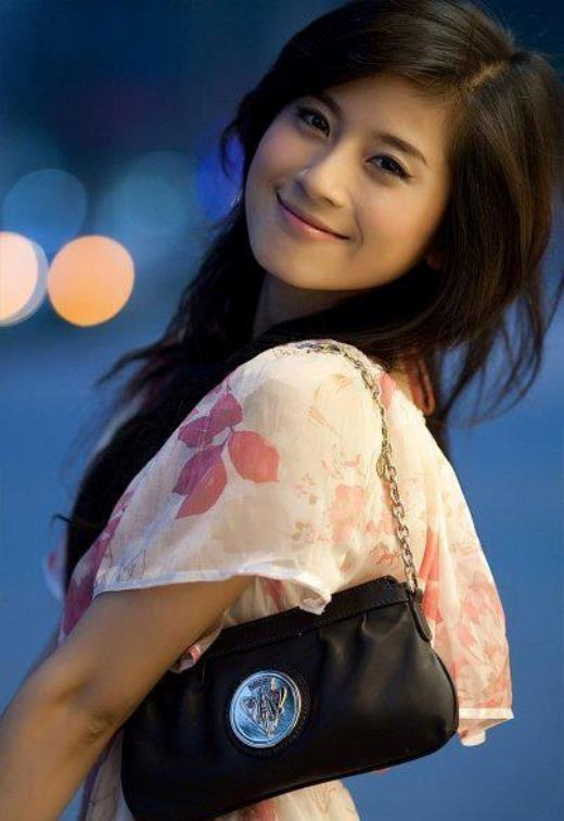 Sau khi đăng quang vị trí cao nhất của cuộc thi Miss Audition 2006, Ngọc Anh được báo chí và giới trẻ thời điểm đó săn đón.