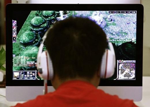 Trung Quốc là một trong những nước có số lượng người 'nghiện internet' cao trên toàn thế giới với thời lượng sử dụng internet trên 14 giờ mỗi ngày. Để giải quyết vấn đề này, các trại cai nghiện internet đã được mở ra để giúp mọi người thoát khỏi chứng nghiện internet của mình.