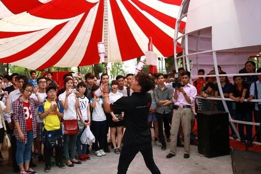 Khán giả hoàn toàn bị chinh phục bởi màn trình diễn pha cà phê cực cuốn hút của barista đến từ Tp. HCM Anh Tuấn