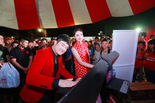 """Sự nhiệt tình tham dự lễ hội của đông đảo các bạn trẻ Hà Nội chứng tỏ tình yêu dành cho hạt cà phê Việt của người trẻ miền Bắc không hề thua kém vùng đất phương Nam vốn đã đồng lòng thể hiện sự yêu thích với gần 14,000 lượt """"Like"""""""
