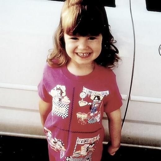 Lần biểu diễn đầu tiên của cô nàng là tại một cuộc thi năng khiếu ở trường mẫu giáo.Demiđã biểu diễn bài My Heart Will Go On củaCeline Dion.