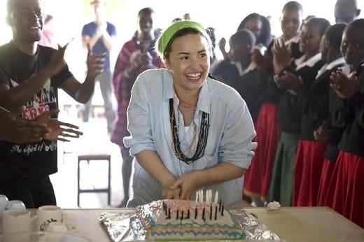 Nơi yêu thích nhất trên thế giới củaDemilàKenya, nơi cô tổ chức sinh nhật thứ 21 của mình.