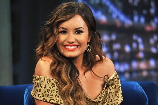 Nữ ca sĩ nói rằng cô không hề biết tiếng Tây Ban Nha. Mặc dù cô hát những bài hát tiếng Tây Ban Nha rất giỏi nhưng thật ra cô chỉ học thuộc lòng chứ chẳng biết mình đang hát về cái gì.
