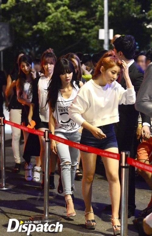 Vào giữa tháng 7/2013, 4Minute bị bắt gặp có mặt tại một hộp đêm. Ngay sau khi rời khỏi, 5 cô gái ngay lập tức trở thành tâm điểm chú ý của truyền thông có mặt lúc đó cũng như những người xung quanh.