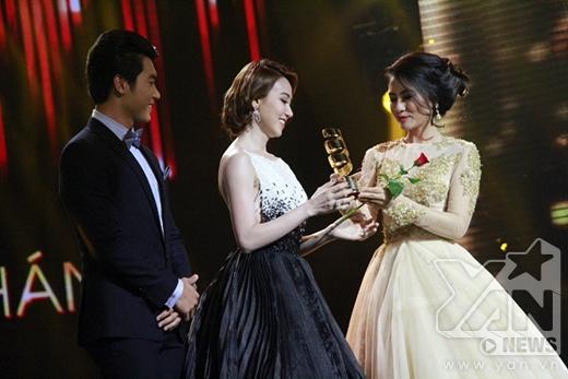 Trong khi đó Ngân Khánh loại bỏ 2 ứng viên nặng kí khác giành giải Nữ diễn viên được yêu thích nhất. - Tin sao Viet - Tin tuc sao Viet - Scandal sao Viet - Tin tuc cua Sao - Tin cua Sao