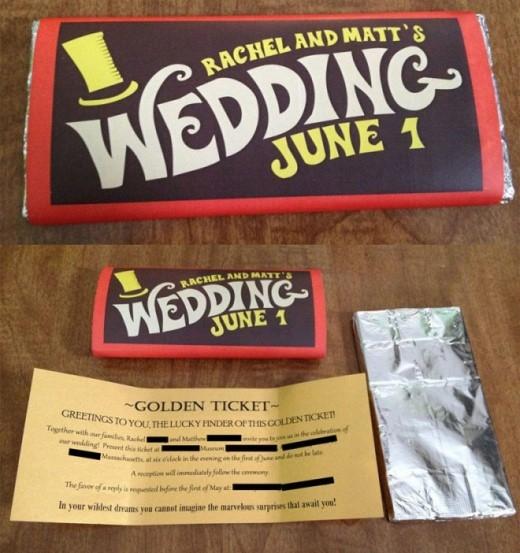 Tấm thiệp cưới mô phỏng một thanh sôcôla, được lấy cảm hứng từ bộ phim 'Charlie và nhà máy sôcôla' nổi tiếng