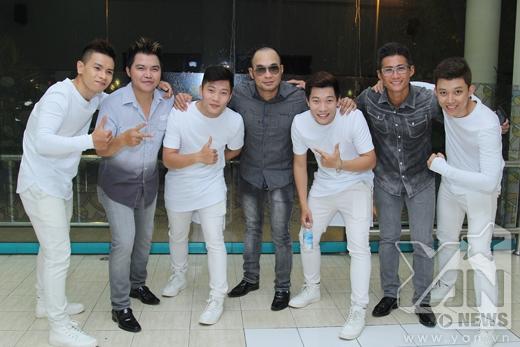 Các thành viên trong nhómMTV nhắng nhít cùng các cậu em trong nhóm Oplus - Tin sao Viet - Tin tuc sao Viet - Scandal sao Viet - Tin tuc cua Sao - Tin cua Sao