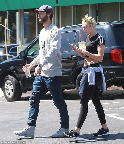Miley vàPatrick cùng nhau đi ăn trưa vào thứ 7 tuần qua