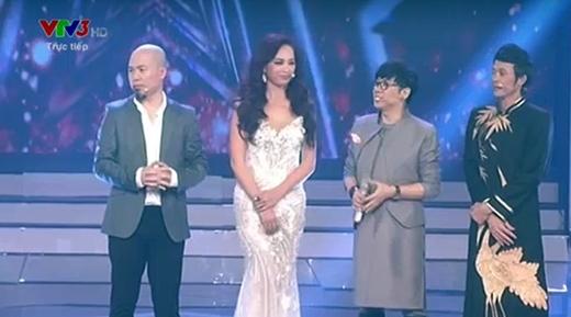 Bộ tứ giám khảo quyền lực: Huy Tuấn, Thúy Hạnh, Thành Lộc và Hoài Linh.