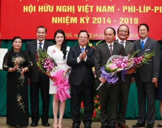 Lý Nhã Kỳ năm vừa qua cũng đã trở thành Ủy viên Ban thường vụ Hội hữu nghị Việt Nam - Phillppines. - Tin sao Viet - Tin tuc sao Viet - Scandal sao Viet - Tin tuc cua Sao - Tin cua Sao