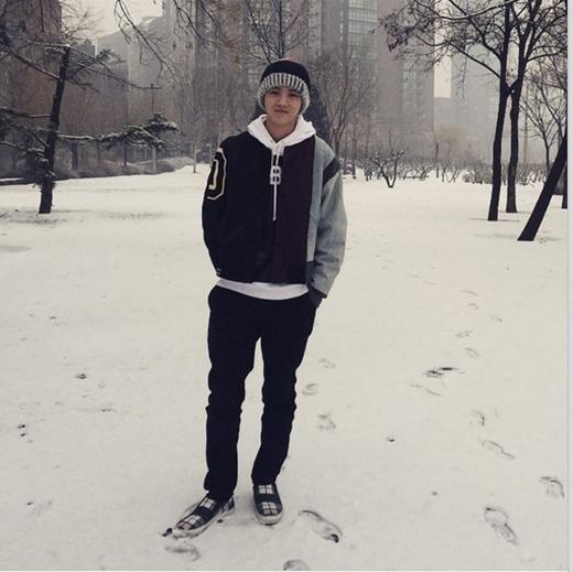 Luhan bất ngờ khoe hình ảnh đời thường với nụ cười cực hiền