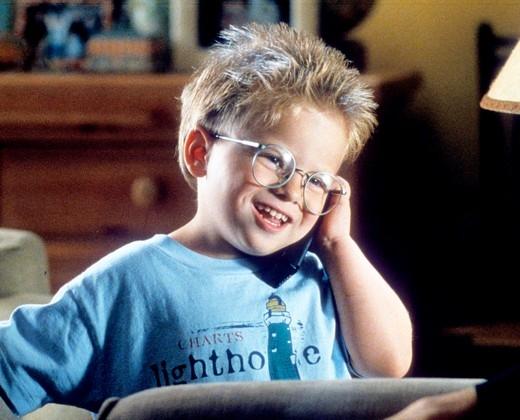 """Jonathan khi còn nhỏ đã chiếm trọn trái tim của những người xem phim bằng vai diễn chính trong phim """"Stuart Little"""" với khuôn mặt dễ thương khờ khạo."""