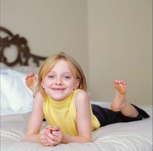 Cô gái bé nhỏ dễ thương lanh lợi được biết đến với vai Lucy trong bộ phim I Am Sam. Vai diễn này đã mang lại cho cô bé rất nhiều giải thưởng khi chỉ mới 8 tuổi.