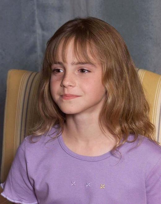 Emma Watson bén duyên với nghề diễn xuất bằng vai diễn Hermione Ganger trong loạt phim bom tấn Harry Potter vào năm 11 tuổi.