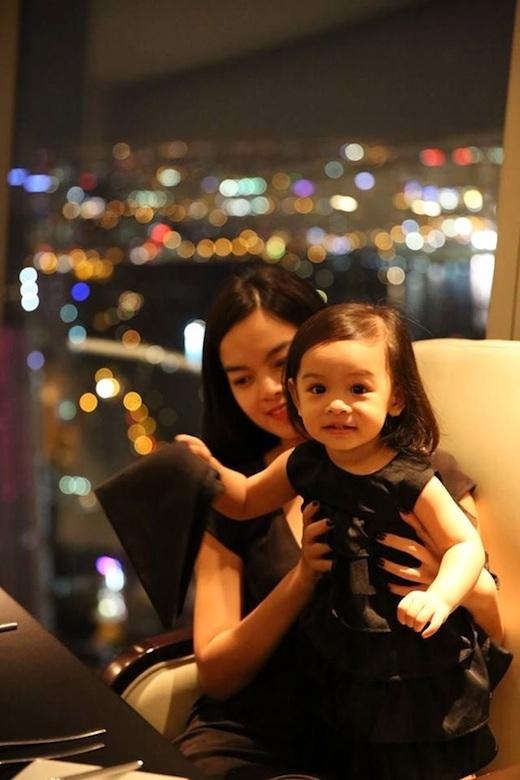 Mẹ con Quỳnh Anh cũng thường xuyên diện đồ đôi khi ra ngoài. - Tin sao Viet - Tin tuc sao Viet - Scandal sao Viet - Tin tuc cua Sao - Tin cua Sao